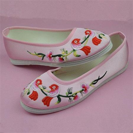 Thêu vi tính giày