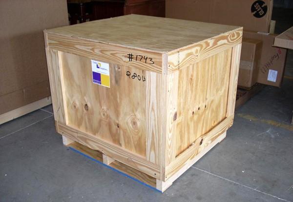 Ця коробка стояла в аеропорту 7 днів, поки в щілину не заглянули… Таке могло статися лише у нас!!!
