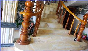 Đá cẩm thạch lát cầu thang