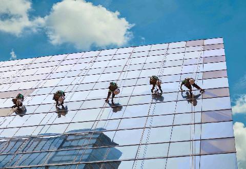 Lau kính tòa nhà