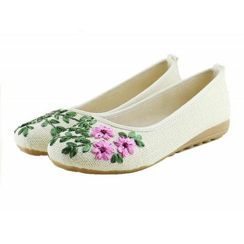 Thêu họa tiết trên giày