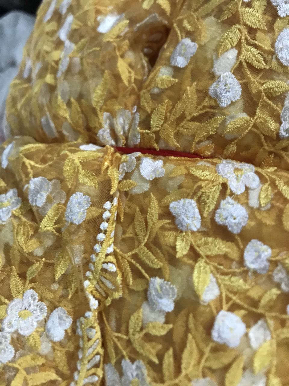 Vải thêu hoa dùng trong trang phục lễ hội