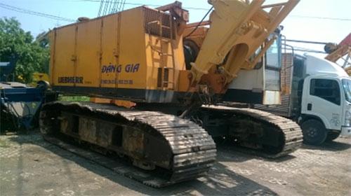 LIEBHERR HS853HD (80 tấn)