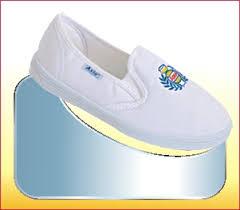 Giày vải trắng