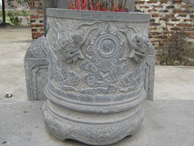 Bát hương đá