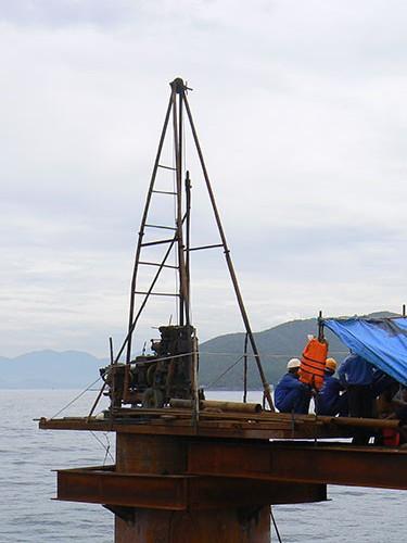 Khoan địa chất công trình dưới nước