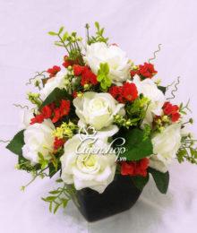 Bình hoa hồng trắng