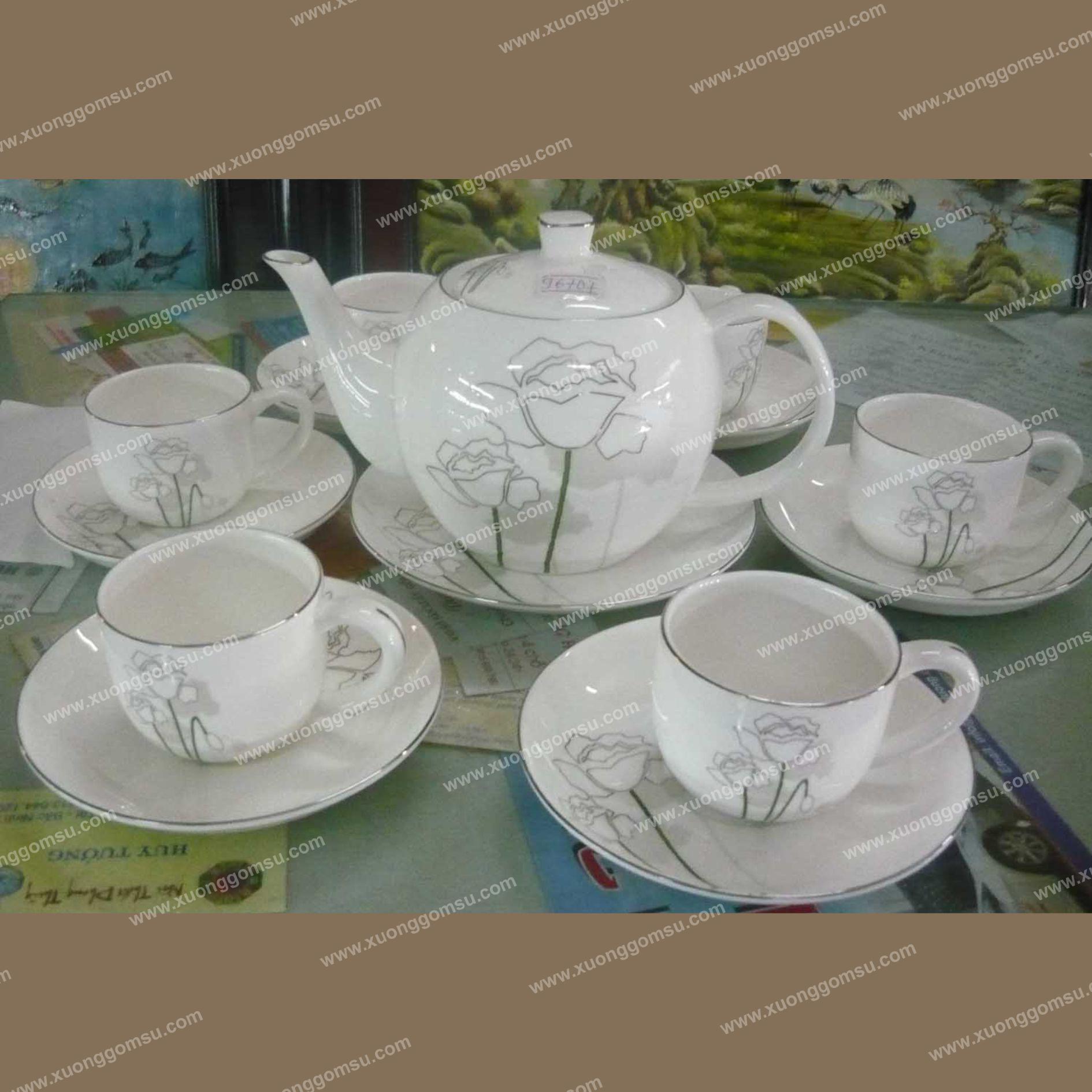 ấm trà hoa văn