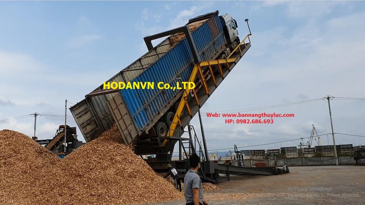 Bàn nâng xe đổ dăm gỗ di động