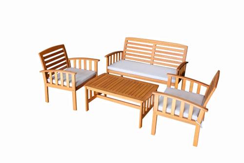 Bàn ghế ngoài trời làm từ gỗ