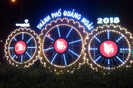 Trang trí bồn hoa đầu đường Nguyễn Văn Linh