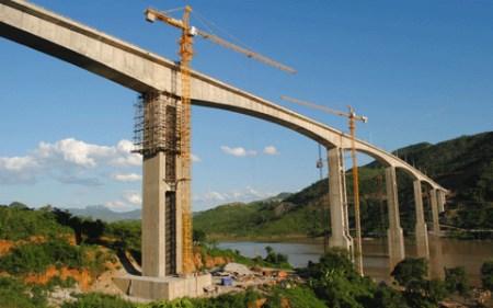 Xây dựng cầu đường