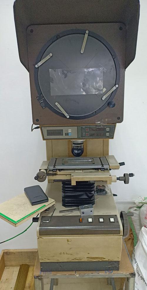 Máy chiếu biên