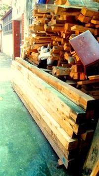 Cột gỗ thông vuông