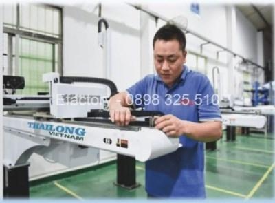 Cánh tay robot cho máy ép nhựa