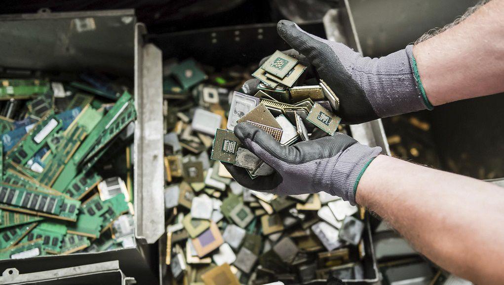 Tái chế kim loại từ rác thải điện tử