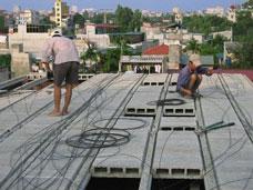 Lắp ghép sàn nhà bằng bê tông nhẹ đúc sẵn