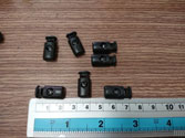 Nút 1 lỗ size  trung bình đen