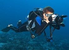Lặn khảo sát quay camera dưới nước