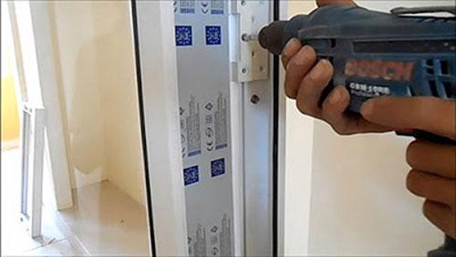 Lắp đặt cửa nhựa lõi thép