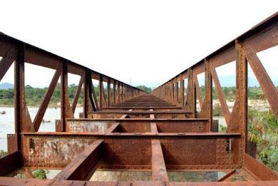 Phế liệu cầu cảng