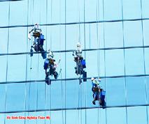 Vệ sinh bảo dưỡng kính tòa nhà