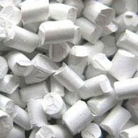 Hạt nhựa màu trắng