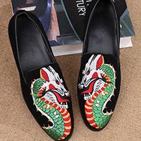 Thêu trên giày dép
