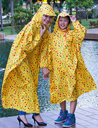 Áo mưa mẹ và bé