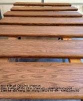 Cầu thang gỗ óc chó
