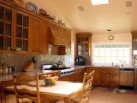 Tủ bếp gỗ thích cứng