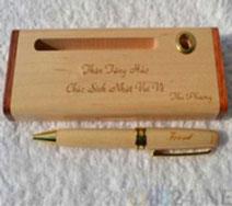 Khắc hộp bút gỗ