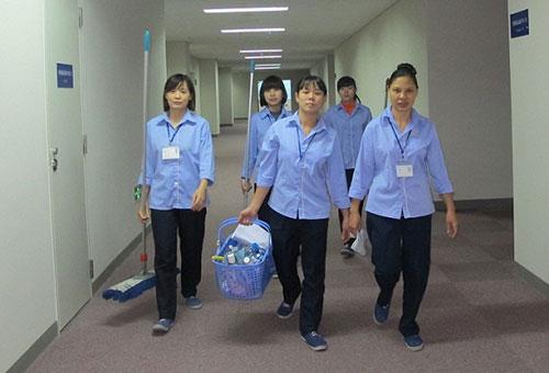 Nhân viên tạp vụ vệ sinh