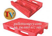 Pallet nhựa màu đỏ