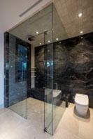 Thiết kế thi công phòng tắm kính