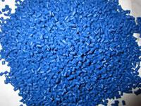 Hạt nhựa màu xanh dương