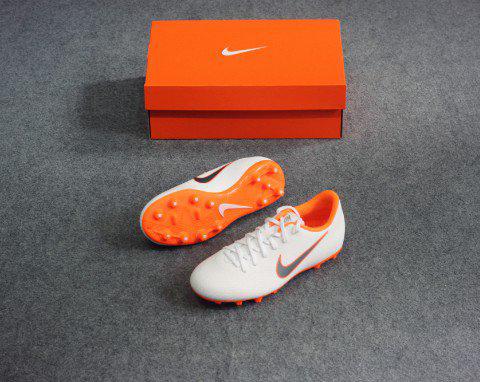 Giày cỏ tự nhiên Nike