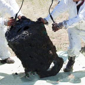 Thu gom  rác thải độc hại