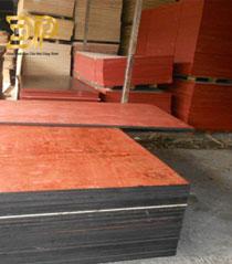 Ván gỗ dán 1 mặt đỏ
